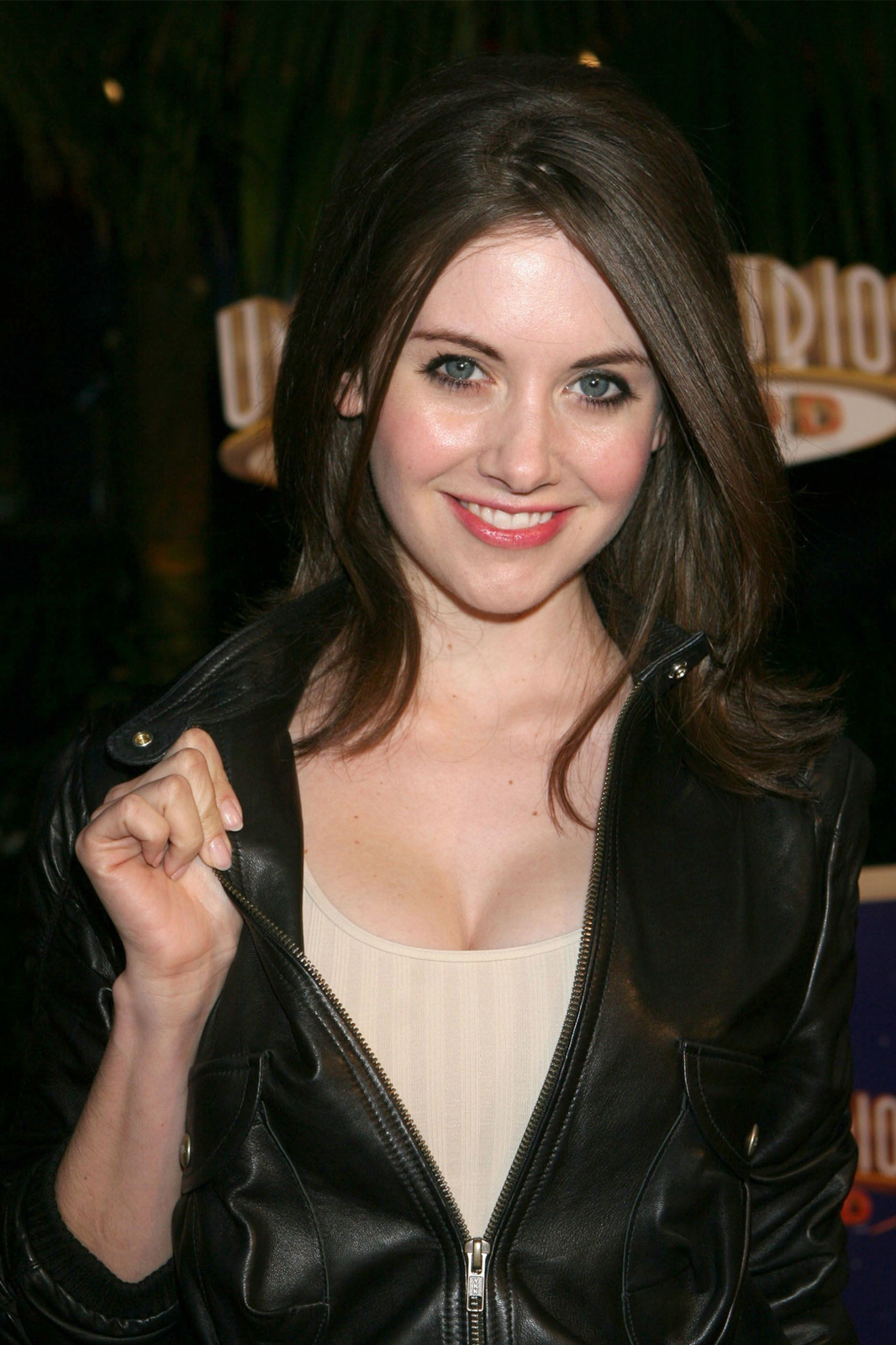 alison brie bra size - pics and info at herbrasize