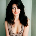 Anne Hathaway Boobs Size
