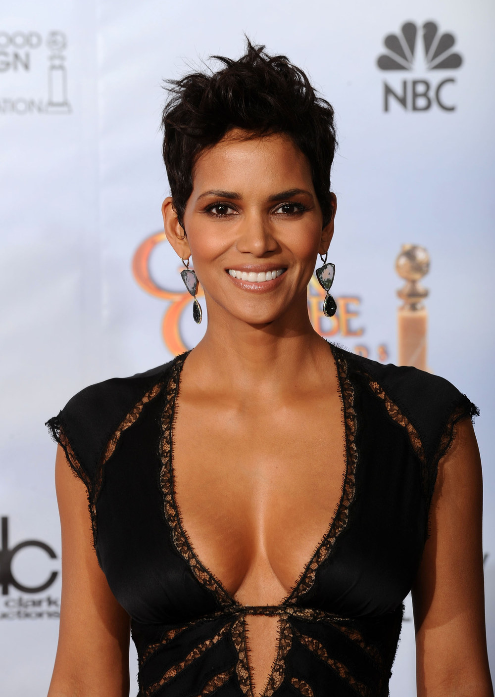 Halle Berry breast implants | Her Bra Size
