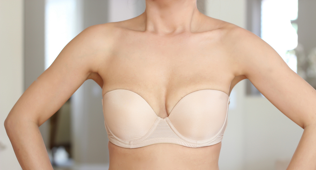 Seamless T-Shirt Bra with flexible full cup that is lightly padded Sheeny pinstripes decorate this bra in a vertical manner while subtle mesh piping trims the cups and straps F-FF-G